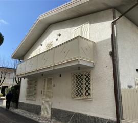 Bifamiliare In Affitto A Forte Dei Marmi