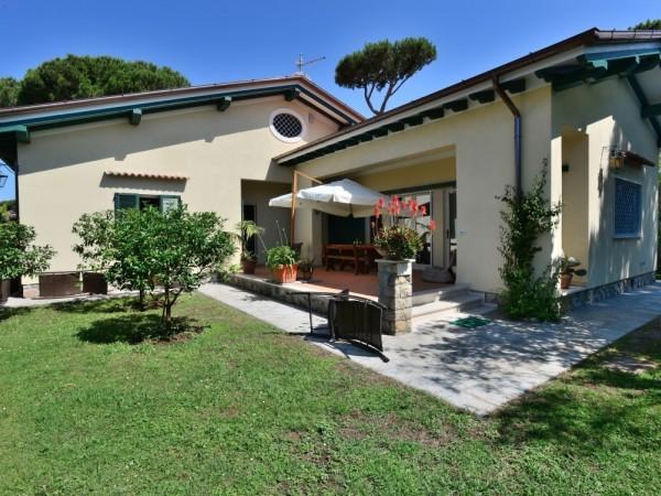 Riferimento 45-8 PL - Villa in Affitto a Forte Dei Marmi