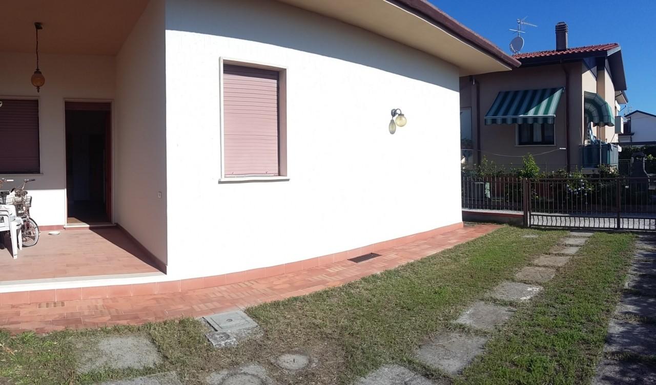 Villa Bifamiliare in vendita a Viareggio, 2 locali, prezzo € 290.000   CambioCasa.it