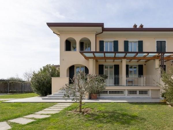 Riferimento 100-8 PL - Villa Bifamiliare in Affitto a Forte Dei Marmi