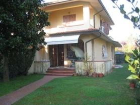 Riferimento BV141 - Villa Bifamiliare in vendita a Centro