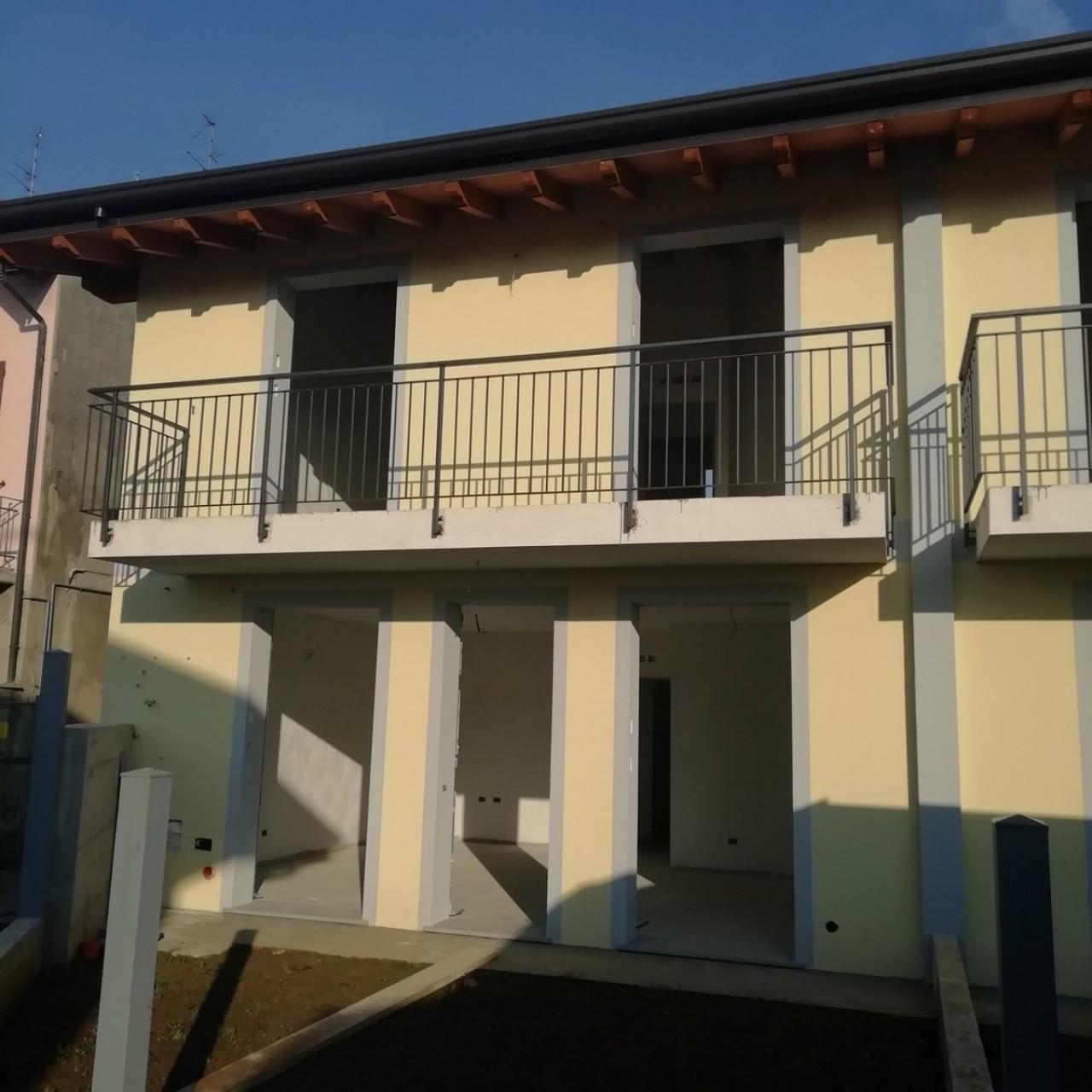 Soluzione Semindipendente in vendita a Vedano Olona, 4 locali, prezzo € 265.000 | CambioCasa.it