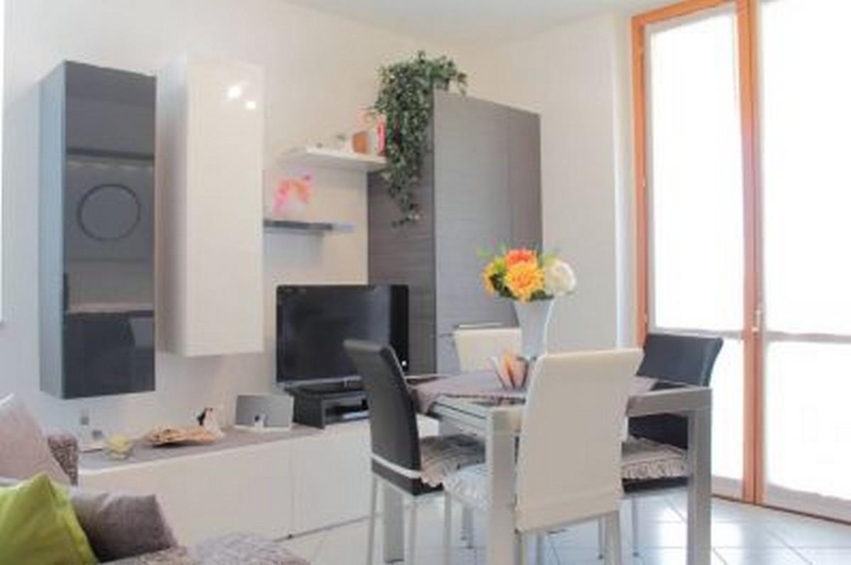 Appartamento in vendita a Tradate, 3 locali, prezzo € 90.000 | CambioCasa.it