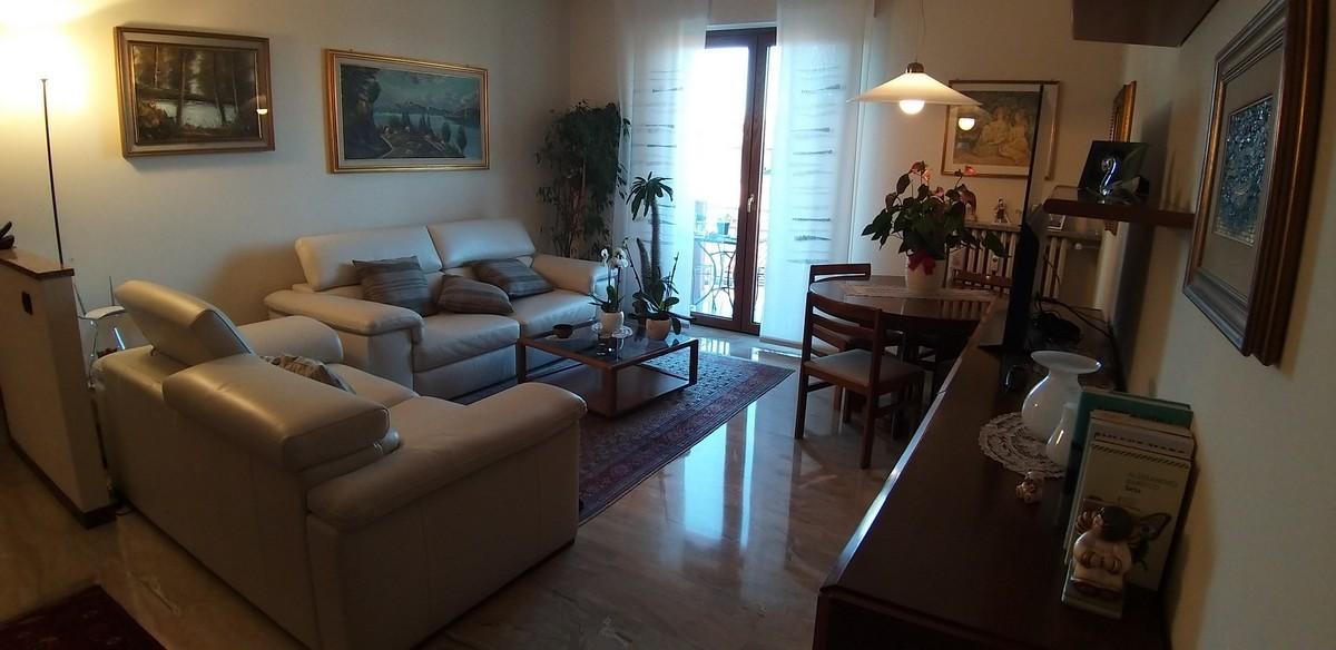 Appartamento in vendita a Vedano Olona, 3 locali, prezzo € 130.000   CambioCasa.it