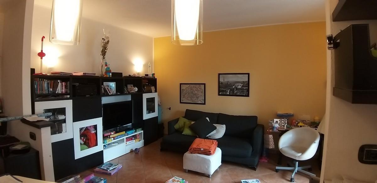 Appartamento in vendita a Tradate, 3 locali, prezzo € 89.000 | CambioCasa.it