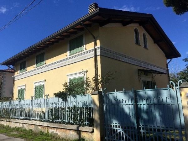 Riferimento 65-8 PL - Villa Bifamiliare in Affitto a Marina Di Pietrasanta