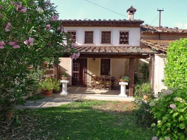 Riferimento 2127 - Villa Bifamiliare in Affitto a Camaiore