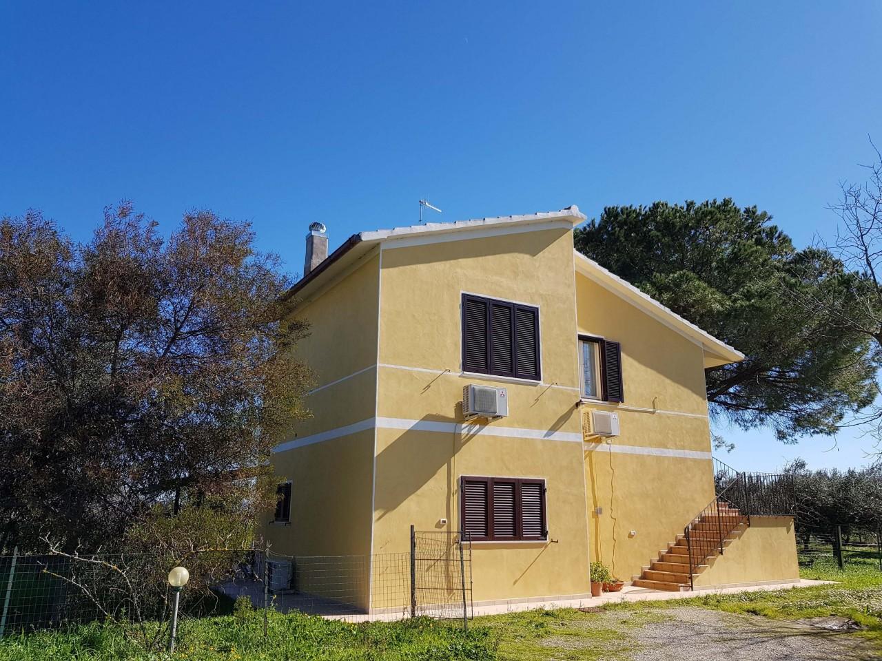 Villa in vendita a Grosseto, 8 locali, Trattative riservate | CambioCasa.it