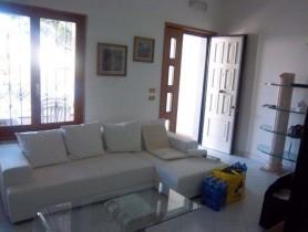 Riferimento BAF691 - Villa Bifamiliare in affitto a