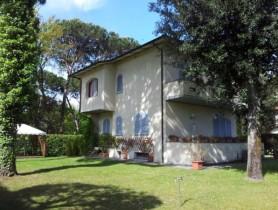 Riferimento BAF660 - Villa Bifamiliare in affitto a