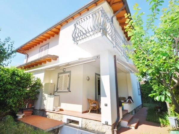 Riferimento WA 15346 - Villa Bifamiliare in Vendita a Marina Di Pietrasanta