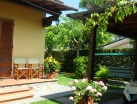 Riferimento BAF781 - Villa Bifamiliare in affitto a