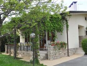 Riferimento BAF666 - Villa Bifamiliare in affitto a
