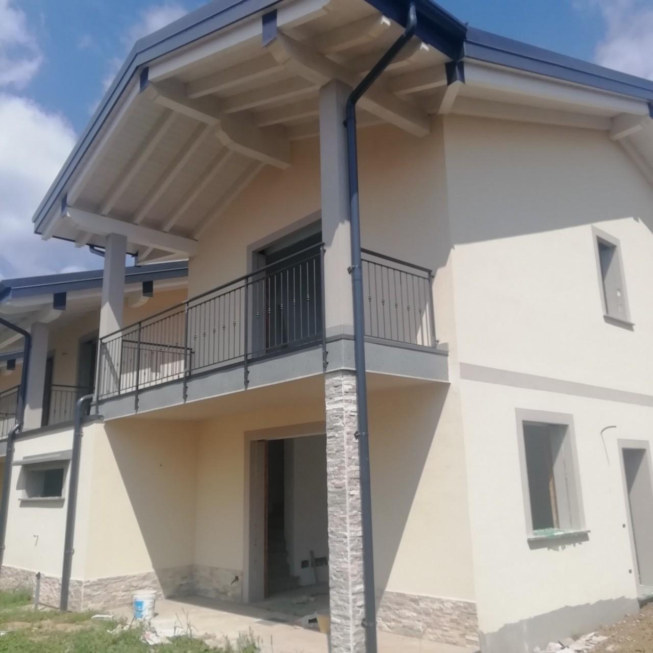 Villa a Schiera in vendita a Venegono Superiore, 4 locali, prezzo € 295.000 | CambioCasa.it