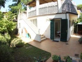 Riferimento BAF765 - Villa Bifamiliare in affitto a Centro
