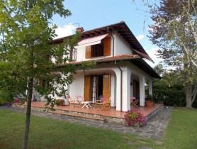 Riferimento BV588 - Villa Bifamiliare in vendita a Vittoria Apuana