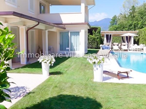Villa con piscina a Forte dei