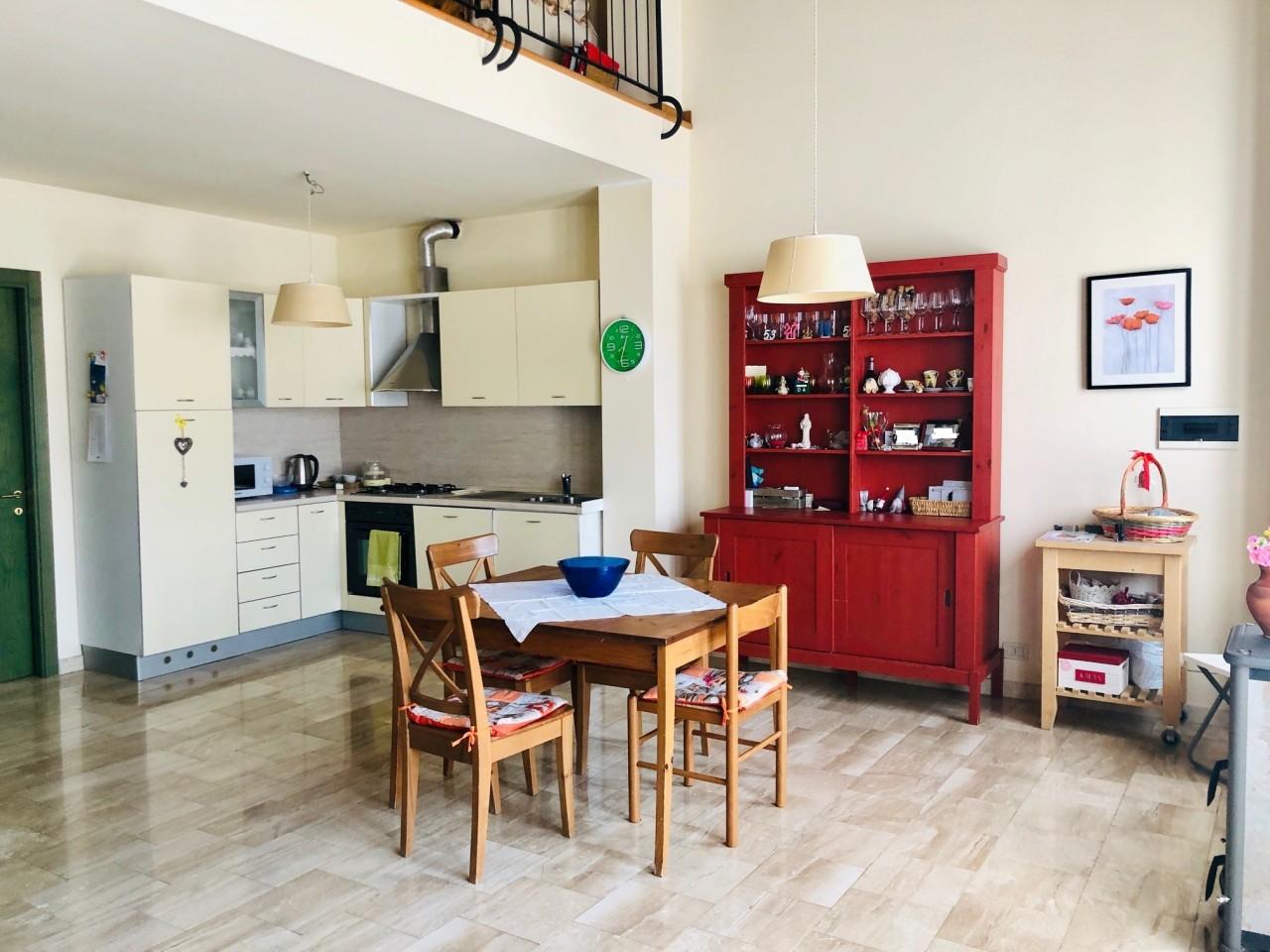 Appartamento in affitto a Colle di Val d'Elsa, 5 locali, prezzo € 800 | CambioCasa.it