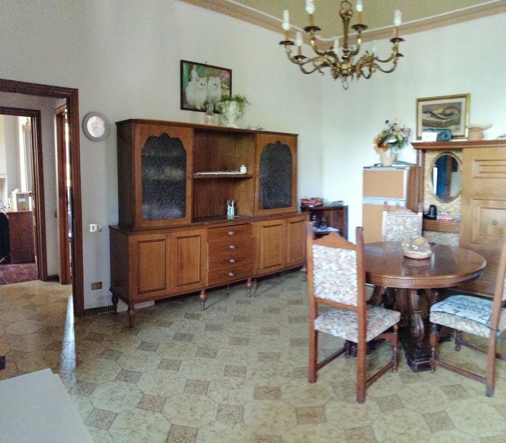 Appartamento in vendita a Viareggio, 5 locali, prezzo € 150.000   PortaleAgenzieImmobiliari.it