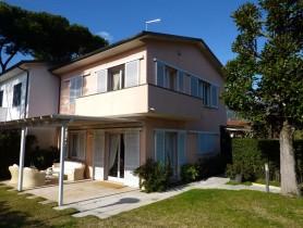Riferimento BV612 - Villa Bifamiliare in vendita a Vittoria Apuana