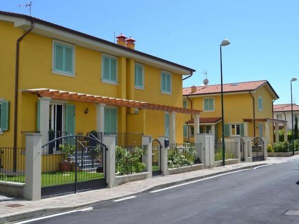 Villetta trifamiliare con giar
