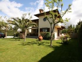 Riferimento VAF937 - Villa in affitto a