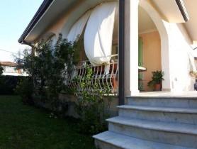Riferimento vaf551 - Villa in affitto a