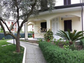 Riferimento VAF1072 - Villa in affitto a