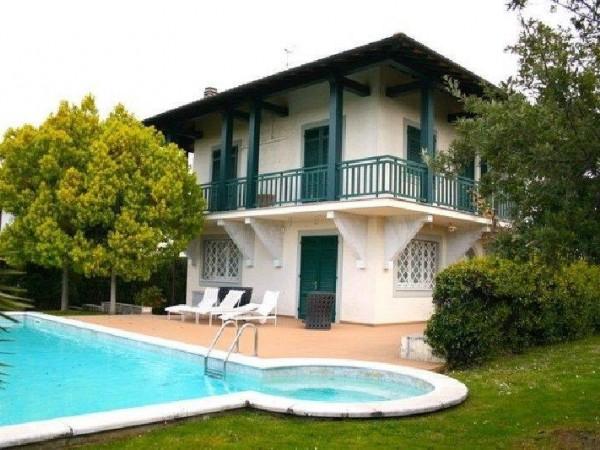 Riferimento 423 - Villa in Vendita a Forte Dei Marmi