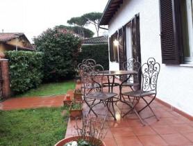 Riferimento VAF712 - Villa Bifamiliare in affitto a