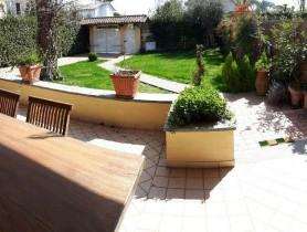 Riferimento Baf1094 - Villa Bifamiliare in affitto a
