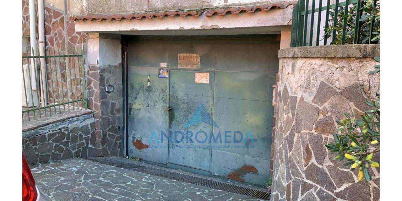 Foto - Vendesi Capannone Napoli