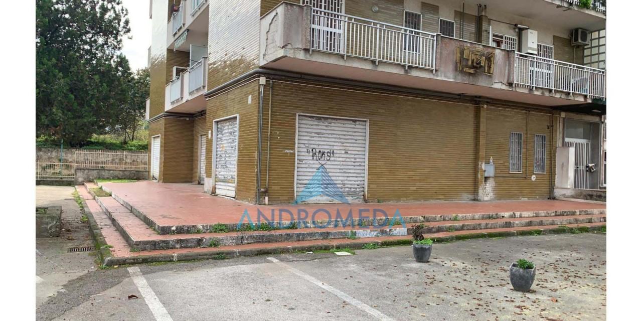 Foto - Vendesi Locale Commerciale Quarto