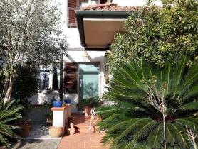 Riferimento BV526 - Villa Bifamiliare in vendita a