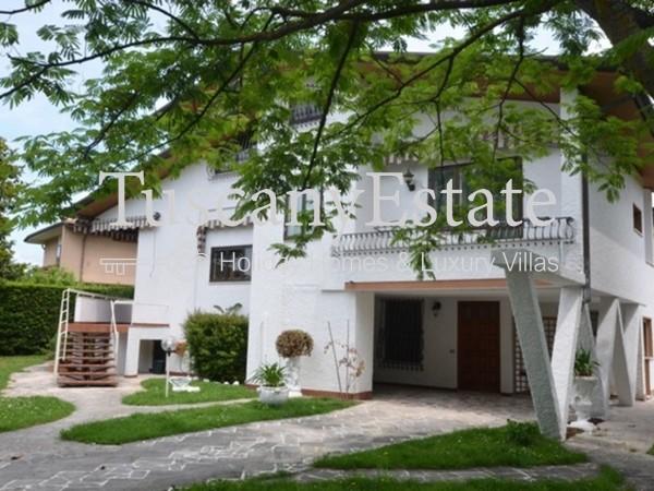 Riferimento 2163 - Villa Singola in Affitto a Forte Dei Marmi