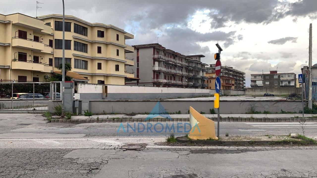 Foto - Vendesi Terreno Arzano