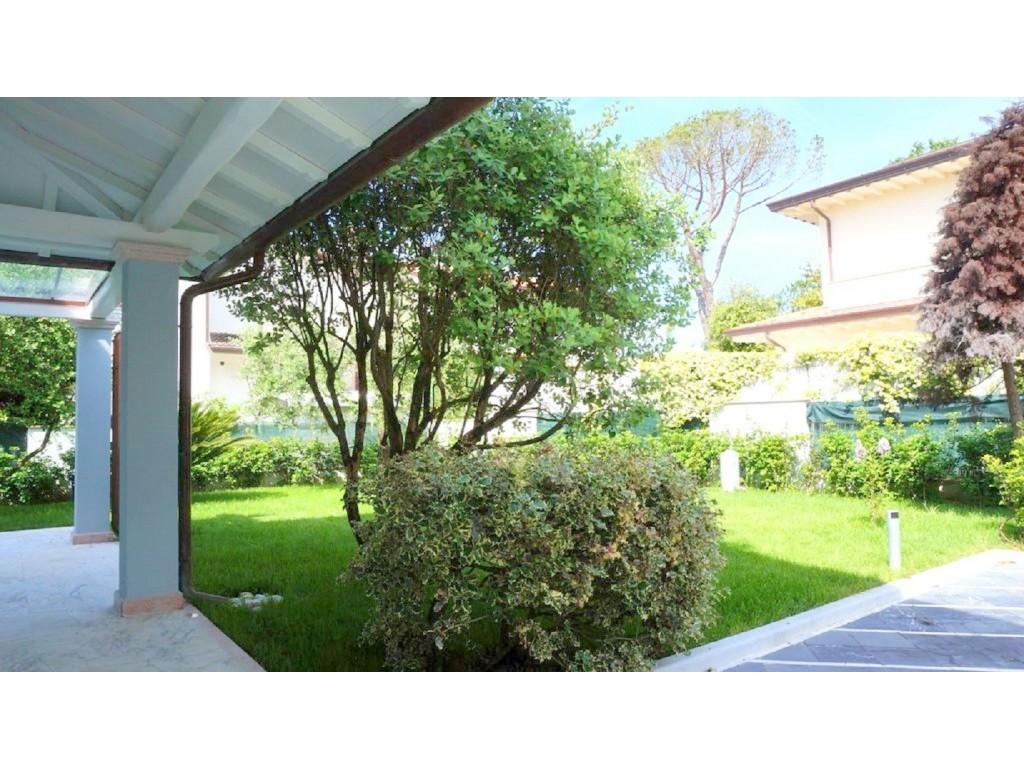 Rif 334 - cover Bellissima villa singola a forte dei marmi
