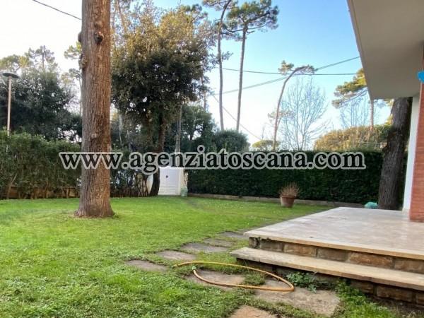 Roma Imperiale Appartamento Piano Terra Con Giardino