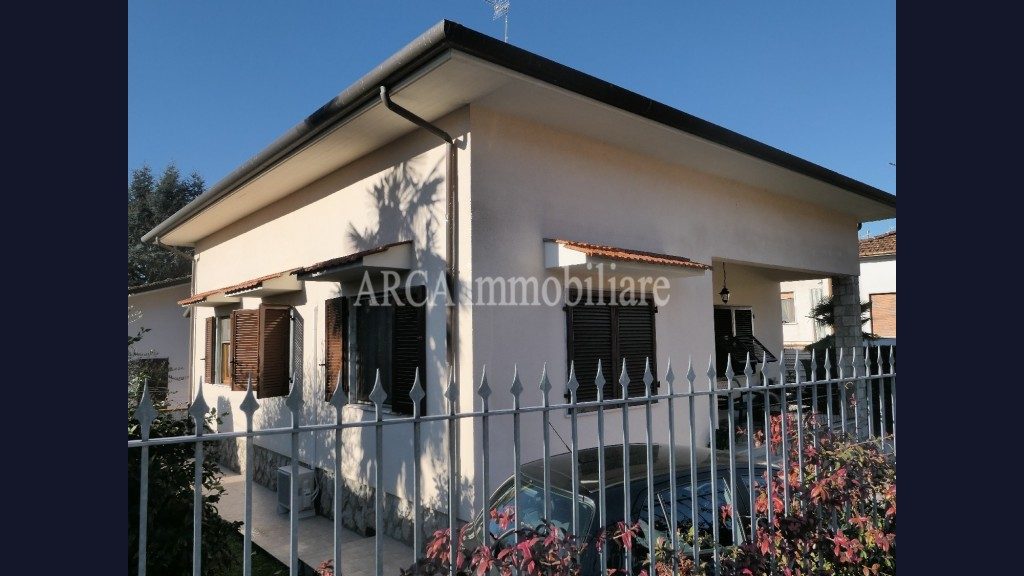 Villain Vendita, Pietrasanta - Zona Residenziale - Riferimento: A2390