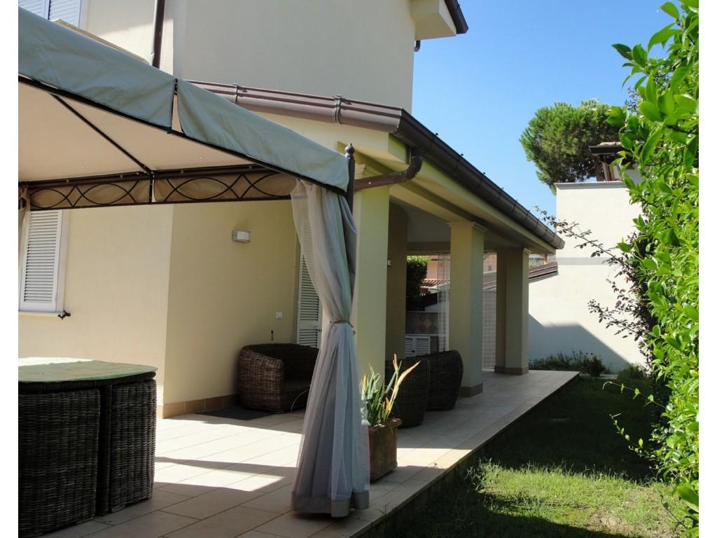 Rif 338 - cover Villa centralissima a forte dei marmi