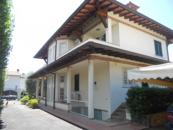 Riferimento 2169 - Villa Singola in Affitto a Forte Dei Marmi