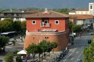 Immobile Commerciale in affitto a Forte dei Marmi, 9999 locali, prezzo € 1.300 | CambioCasa.it