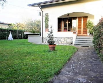 Villa Bifamiliare con grande g