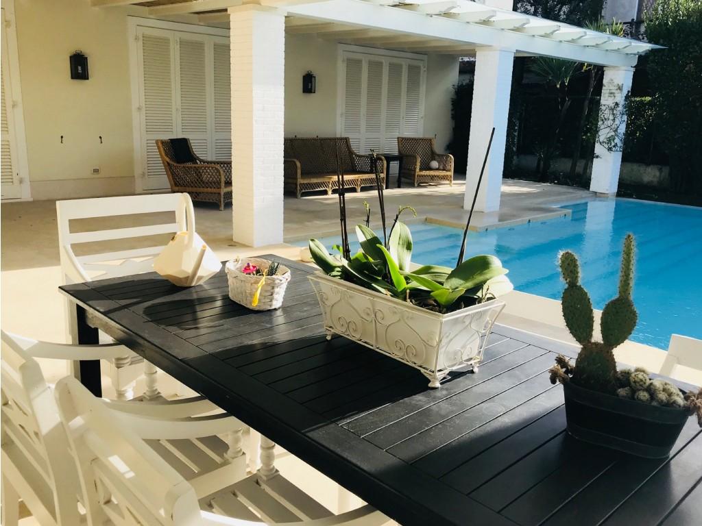 Rif 345 - cover Porzione di villa con piscina