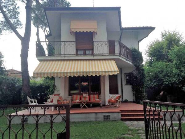 Riferimento 113-5 PL - Villa Bifamiliare in Affitto a Forte Dei Marmi