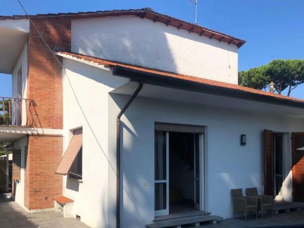 Riferimento 170 - Villa Bifamiliare in Vendita a Vittoria Apuana