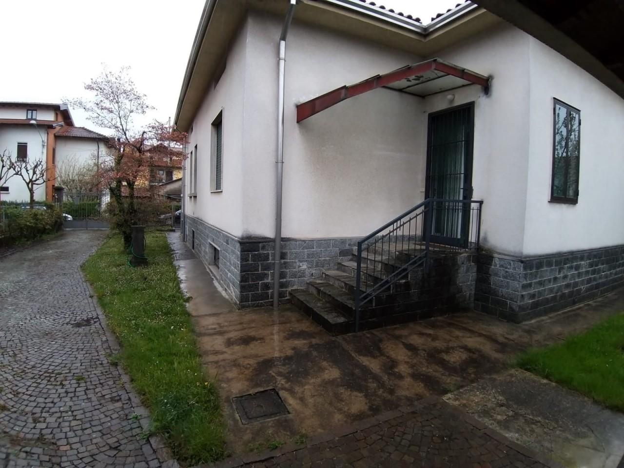 Villa in vendita a Venegono Inferiore, 3 locali, Trattative riservate | CambioCasa.it
