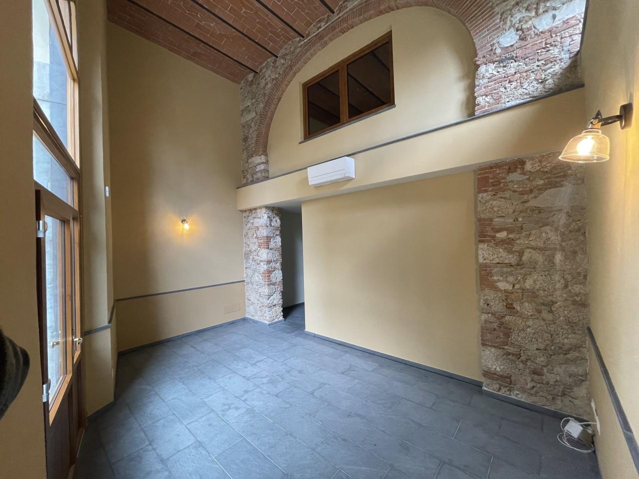 Immobile Commerciale in affitto a Pietrasanta, 9999 locali, Trattative riservate | CambioCasa.it
