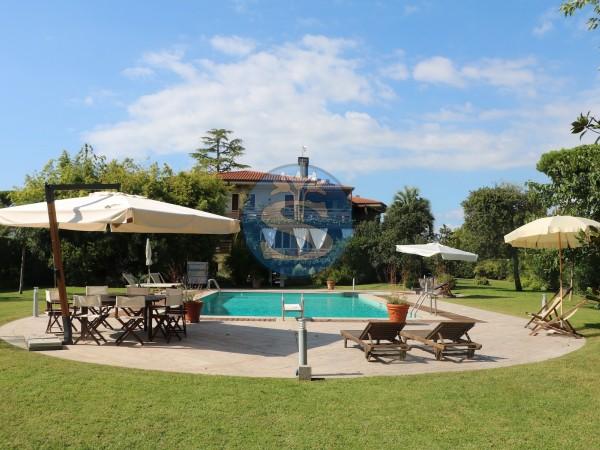 Riferimento SA112 - Villa in Affitto a Forte dei Marmi