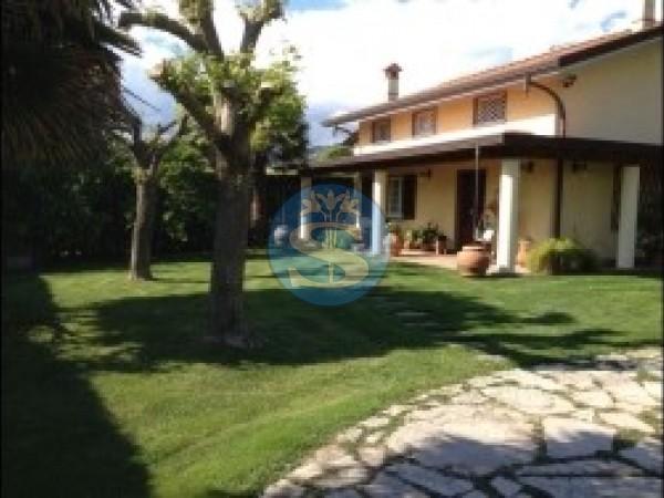 Riferimento SA21 - Villa in Affitto a Pietrasanta